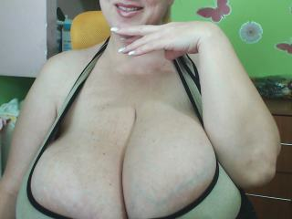 giantboobs38